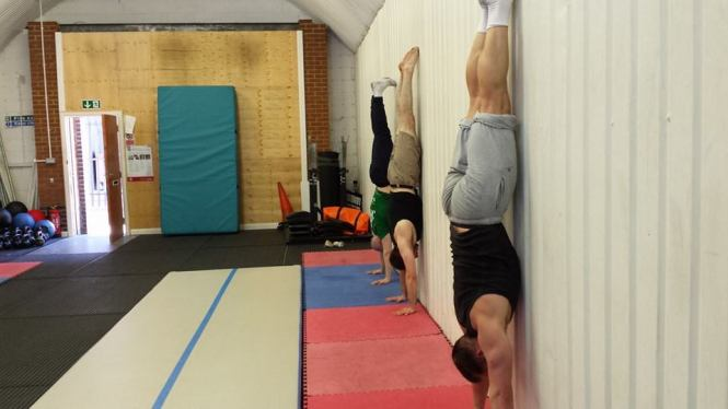 Decent wall walks: the pathway to the handstand
